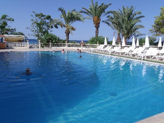 Alantur Hotel : piscine n°1 (il y a à coté une pataugeoire pour les petits)