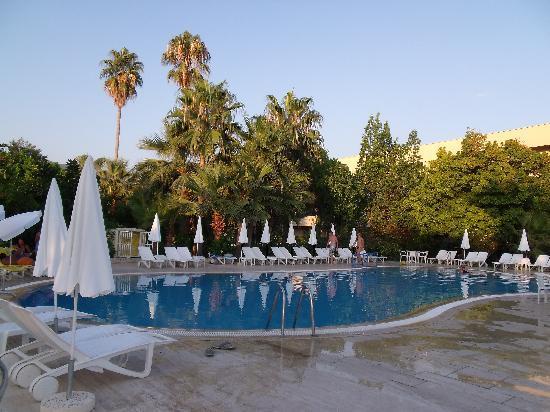 Alantur Hotel : piscine n°2 au lever du soleil