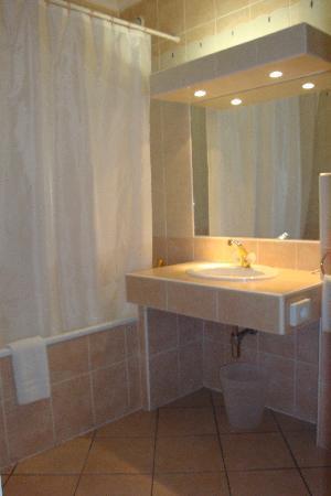 Hotel Les Arcades: Salle de bain