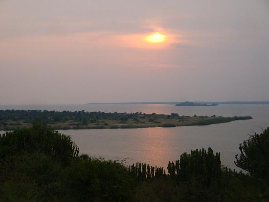 Mweya Safari Lodge: Sonnenuntergang am Lake Edward