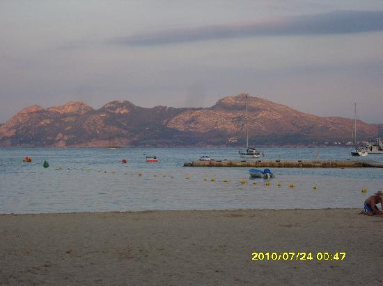 Hobby Club Apartments: view across the bay in the evening Porta Pollensa