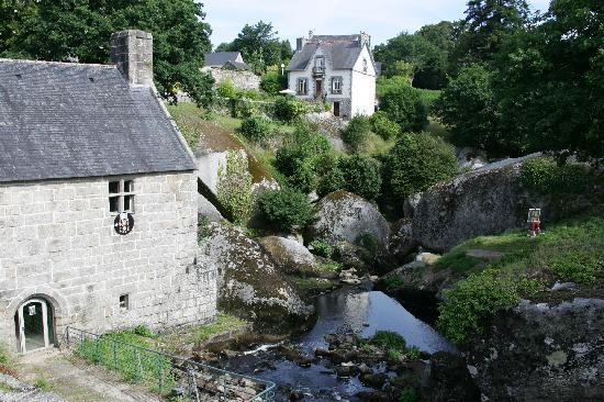 Huelgoat, Francia: The river and rocks