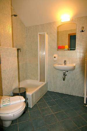 Hotel Klika: bathroom