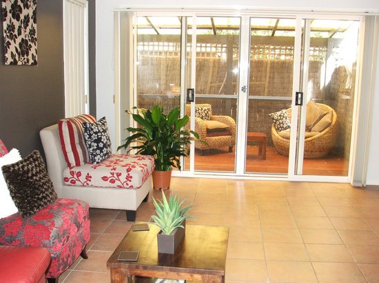 Avon Lodge Bed & Breakfast: Living area