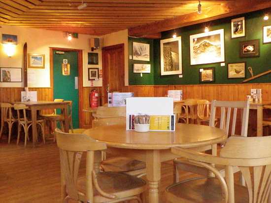 Mountain Cafe Aviemore: empty cafe early in the morning