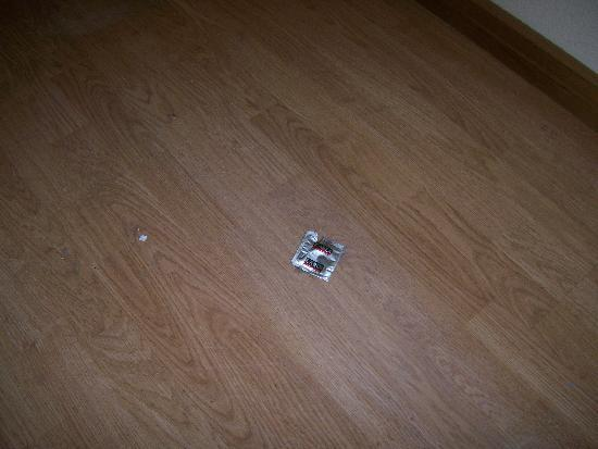 Pars International Hotel: findings under the beds after being moved.
