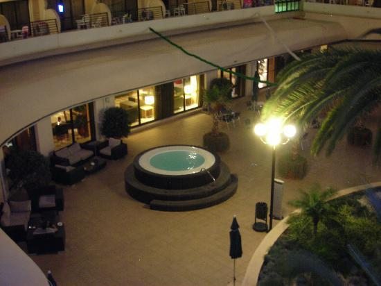 Vila Gale Marina: Outdoor jacuzzi at night