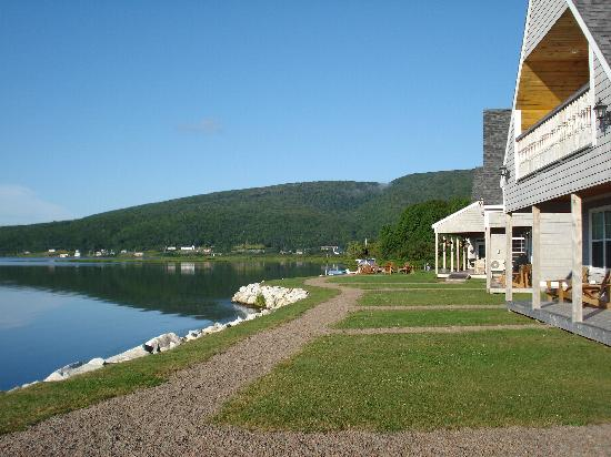 Keltic Quay Bayfront Lodge: Side view
