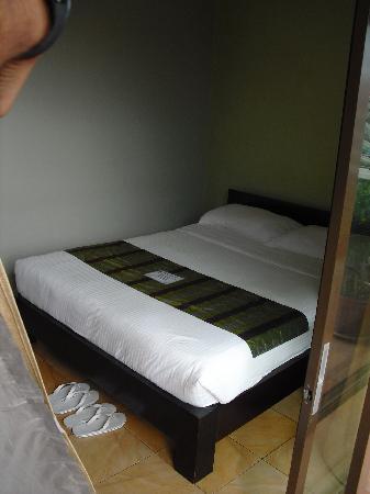 โฮเทล คารา: Room