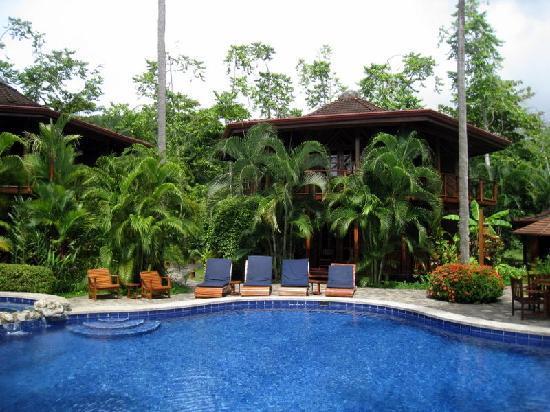 Tambor Tropical Beach Resort: The awesome pool at the center of the property
