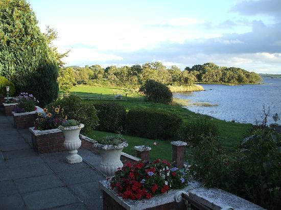 St Kyrans Country House & Restaurant: terrace and lough
