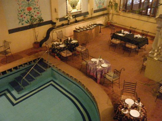Jas Vilas: Beautiful courtyard for romantic dinner