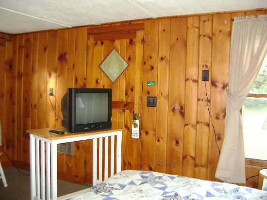 Schulte's Family Lodge: second bedroom, great shower, free cable