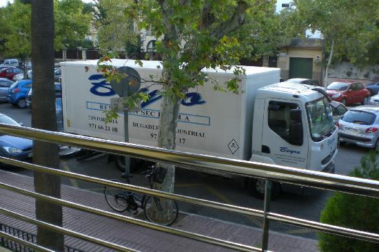 Hotel Isla Mallorca & Spa: El camión que me despertaba todas las mañanas a las 7