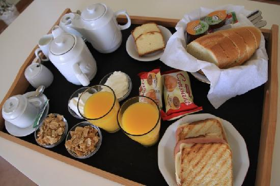"Oia Suites: The ""SAME"" daily bfast"