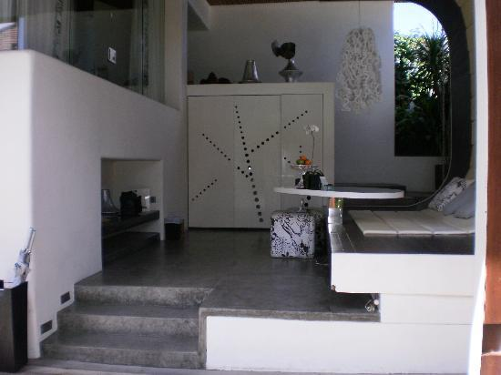 Kiss Bali: Kitchen, Day Lounge