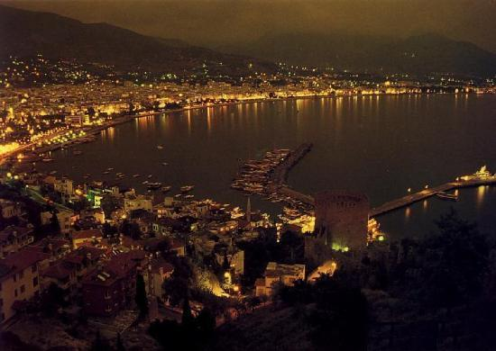 Club Big Blue Suite Hotel: beautiful night in Alanya [view fortress]