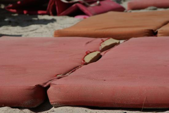 H Rooms @ Horizontal: beach mattresses at Horizontal