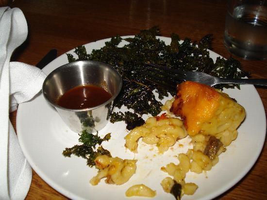 Ράλεϊ, Βόρεια Καρολίνα: Gourmet Mac-n-cheese w/ crispy baked kale