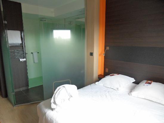 Chambre standard avec vue sur jardin intérieur - Picture of Hotel ...