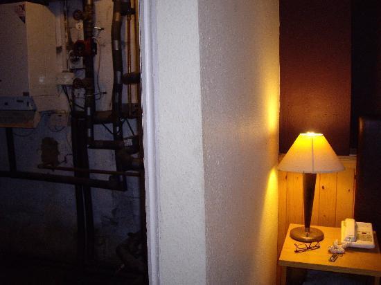 Cromwell Lodge: Bedside boiler room