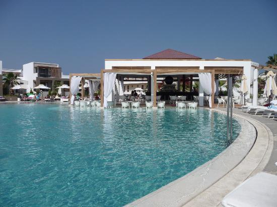Pelagos Suites Hotel: Barpool