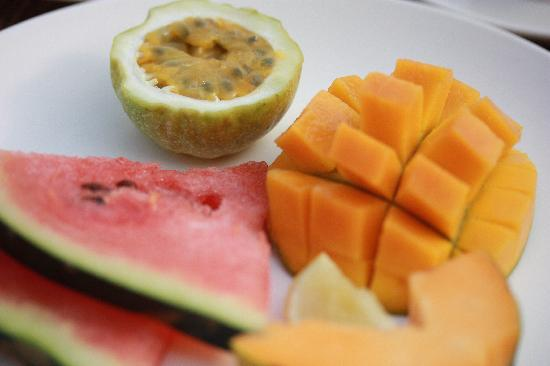 The Seyyida Hotel & Spa : complimentary breakfast includes fresh fruit and eggs