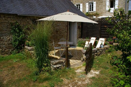 Larre, France: Casa rural pequeña, ideal para 2 personas con un pequeño espacio para desayunar :)