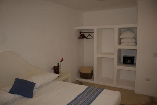 Blue Pearl Suites: Bedroom_2
