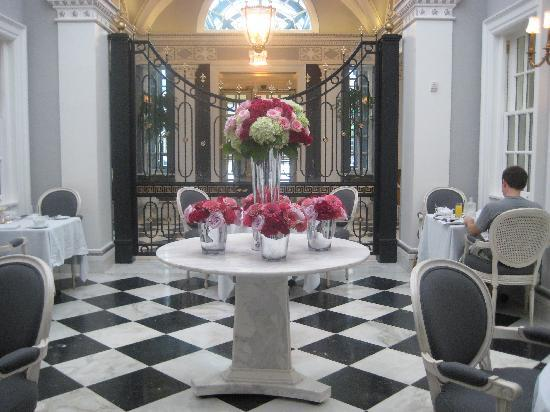 The Jefferson, Washington DC : The dining room at breakfast.
