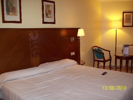 Golden Tulip Andorra Fenix Hotel: La habitación