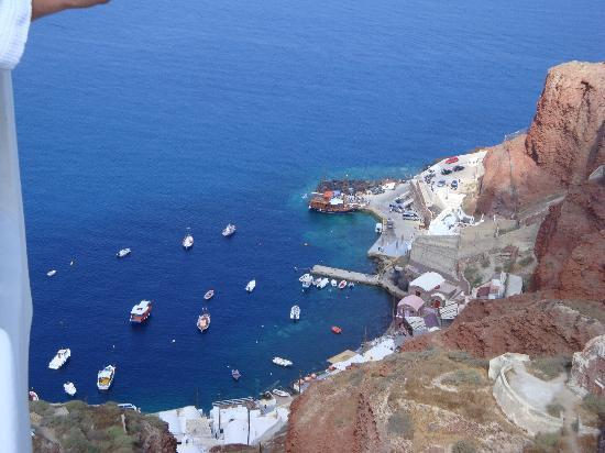 Art Maisons Luxury Santorini Hotels Aspaki & Oia Castle: Fishing village below Oia.