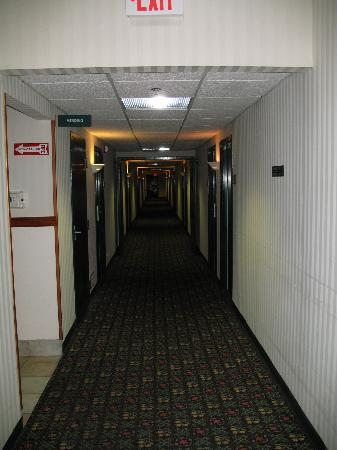 Lake Chatuge Lodge: Interior Corridor
