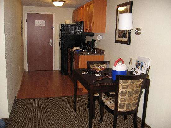 MainStay Suites Knoxville: Kitchenette - Dining area