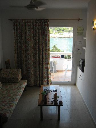 El Pinar Aparthotel: Our living area