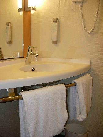 Hotel Ibis Oviedo: Lavabo