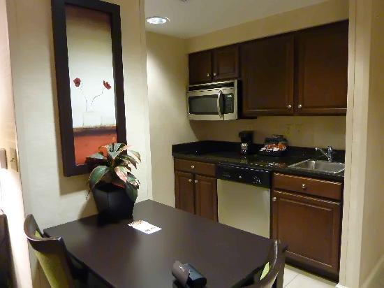 Homewood Suites by Hilton York: Studio kitchen - note two burners only