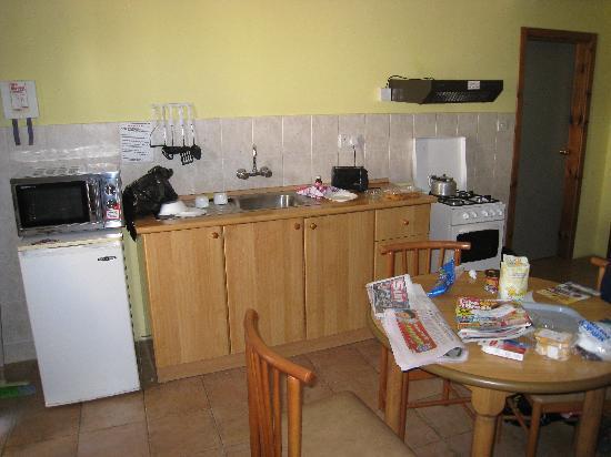 Sunseeker Holiday Complex: room/kitchen