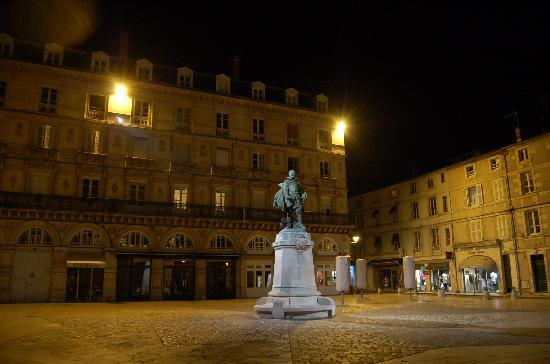 La Rochelle, Frankreich: Square at Night