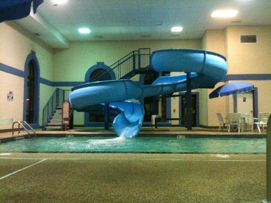 Indoor pool with waterslide  Indoor pool and water slide - Picture of Howard Johnson Billings ...