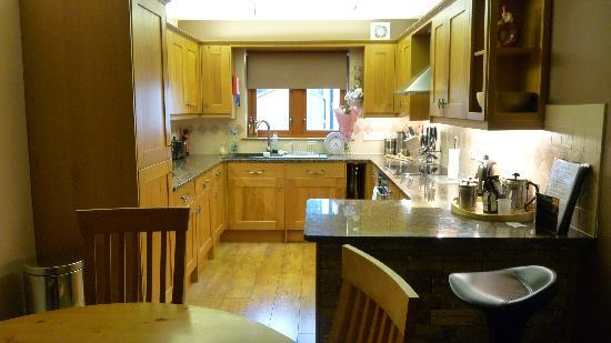 Canalside Holiday Apartments: The fab kitchen!