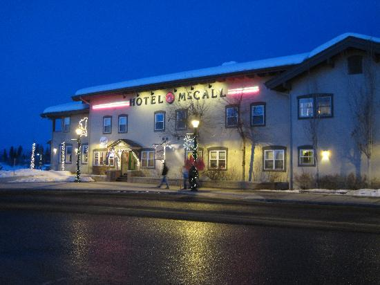 Hotel McCall: McCall at night