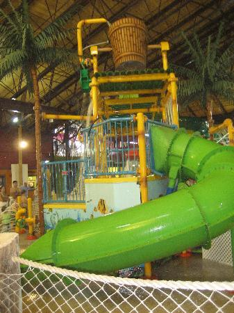 Red Jacket Mountain View Resort & Water Park: water park 2