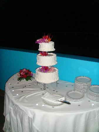 Iberostar Rose Hall Suites: wedding cake