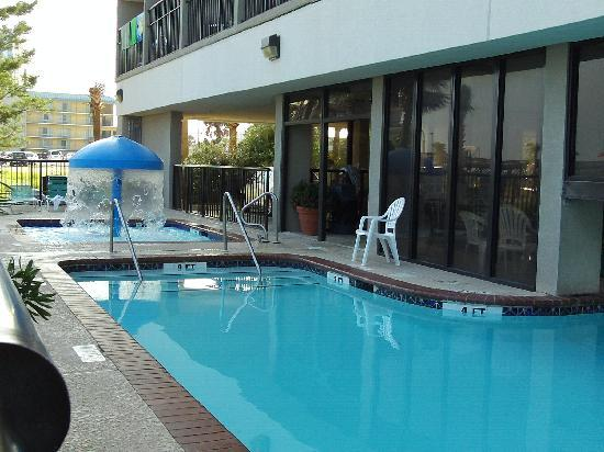 Windsurfer Hotel: Clean Pool
