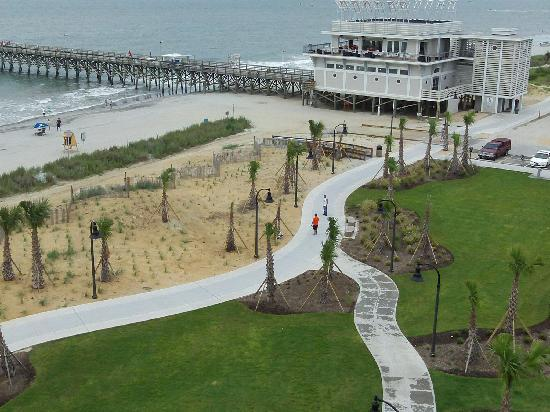 Windsurfer Hotel: walkway in front of hotel