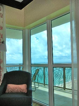 Marriott's Oceana Palms: What a view from my pillow! Oceanview suite, southside
