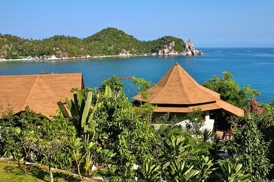 View Point Resort: View of Buddha Rock over Cottages V.