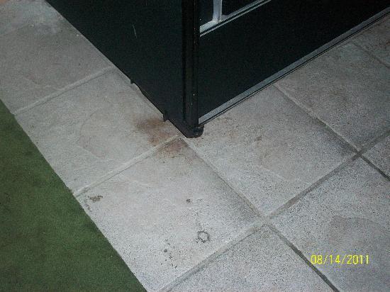 Holiday Inn Muskegon: Near vending machine on 2nd floor.