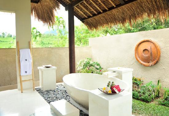 Surya Shanti Villa: Salle de bains - Villa Agung